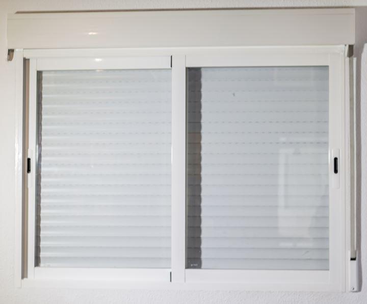 Instalaci n de persianas toldos y mosquiteras metalhome for Mosquiteras correderas