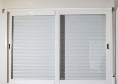 Ventanales de aluminio con persiana y cristal climalit low cost